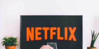 Netflilx ohlásil deset milionů nových předplatitelů, jeho akcie přesto oslabily