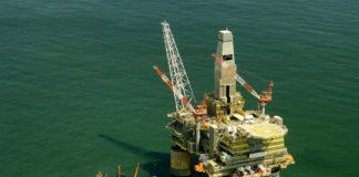 Export ropy z Ruska do Spojených států roste. Stejně jako její cena